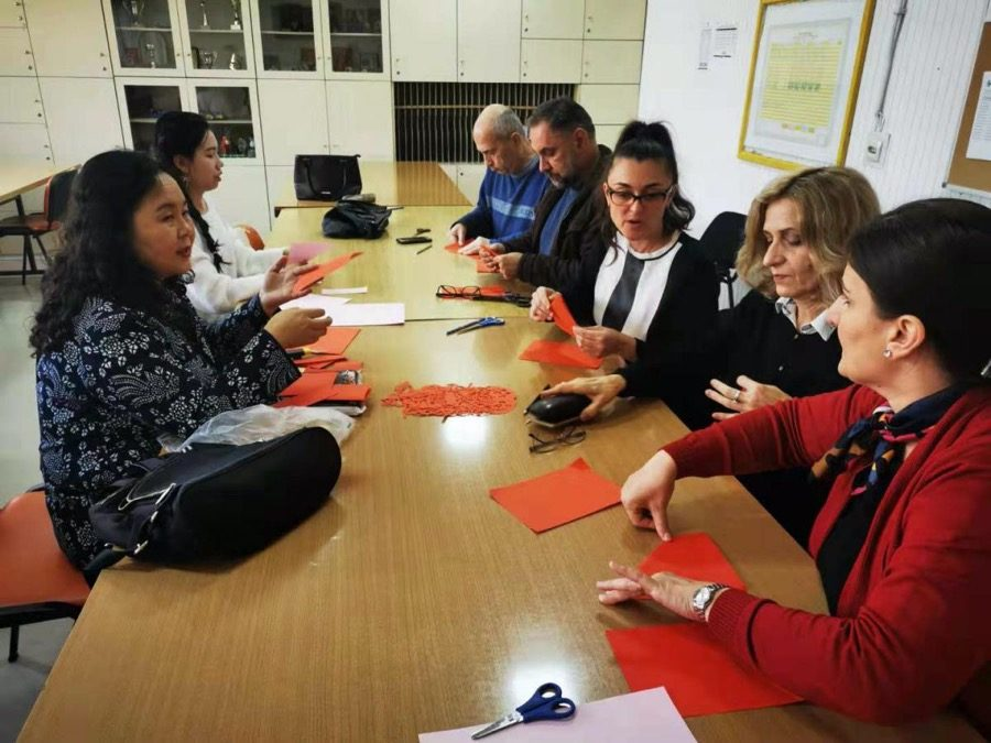 Skillfully knitting Chinese knots, wonderfully cutting paper  —— The Confucius Institute at Ss. Cyril and Methodius University in Skopje went to the   future special school to carry out teaching activities